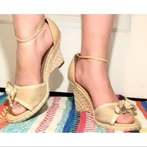 Bow Tie Wedges